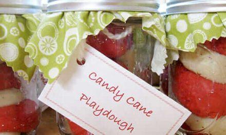 Candy Cane Cane Playdough est un cadeau de Noël étonnant pour les enfants !