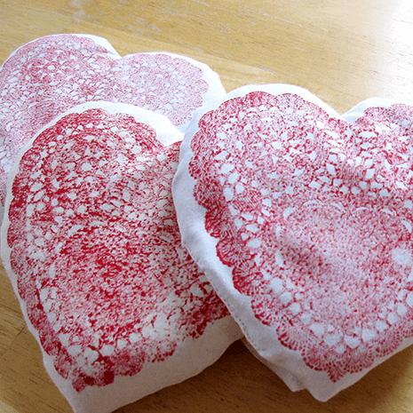 Comment faire des oreillers de coeur – Un projet de gravure pour la Saint-Valentin !