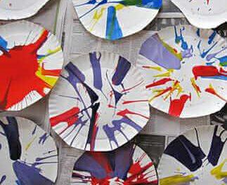 L'art de rotation pour des enfants est une activité fascinante et d'action amusante d'art d'action