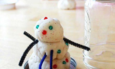Comment faire la pâte à modeler bonhomme de neige dans un pot à neige Mason Globe de neige