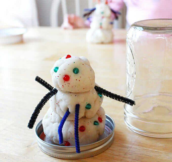 Comment faire la pâte à modeler bonhomme de neige dans un pot à neige Mason Globe de neige ...