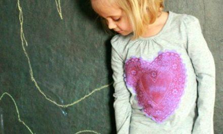 Chemises de bricolage Coeur pour les enfants – Un projet de gravure facile !
