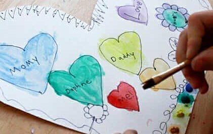 Une activité artistique de la Saint-Valentin – Peindre une carte de mon cœur