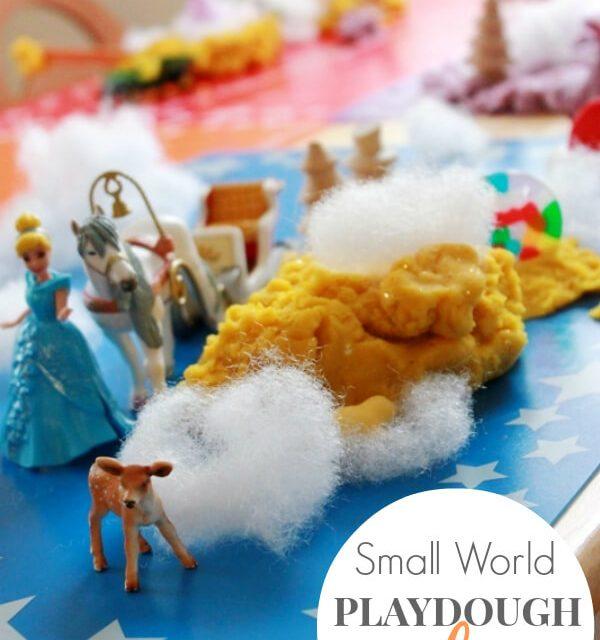 Petit monde de jeu de pâte à modeler pour les enfants
