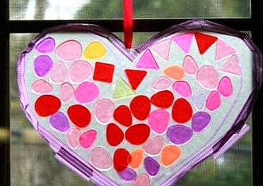 Comment faire un capteur de soleil Heart Suncatcher avec des carreaux de mosaïque