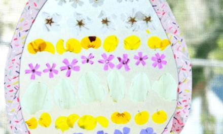 Embarcation de Pâques avec des pétales de fleurs pour attraper les oeufs de Pâques