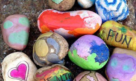 L'art avec les roches : 18 façons d'utiliser les roches dans l'art des enfants