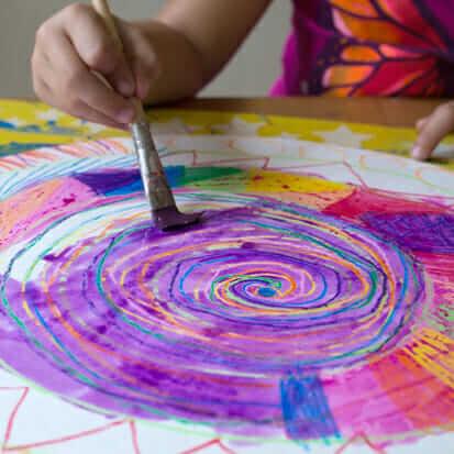 6 techniques étonnantes de résistance à l'aquarelle à essayer avec les enfants