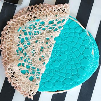 Coeurs et dentelles en pâte à modeler