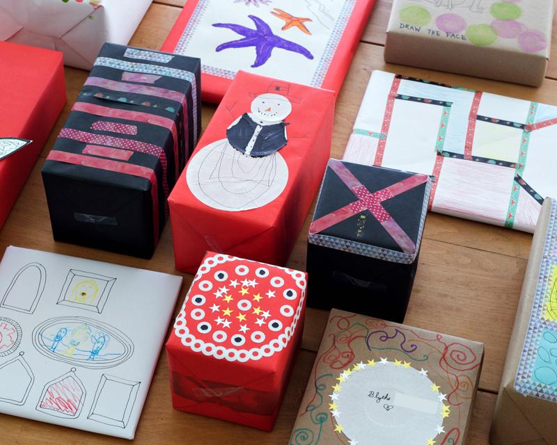 Faites votre propre emballage cadeau avec des fournitures de bureau