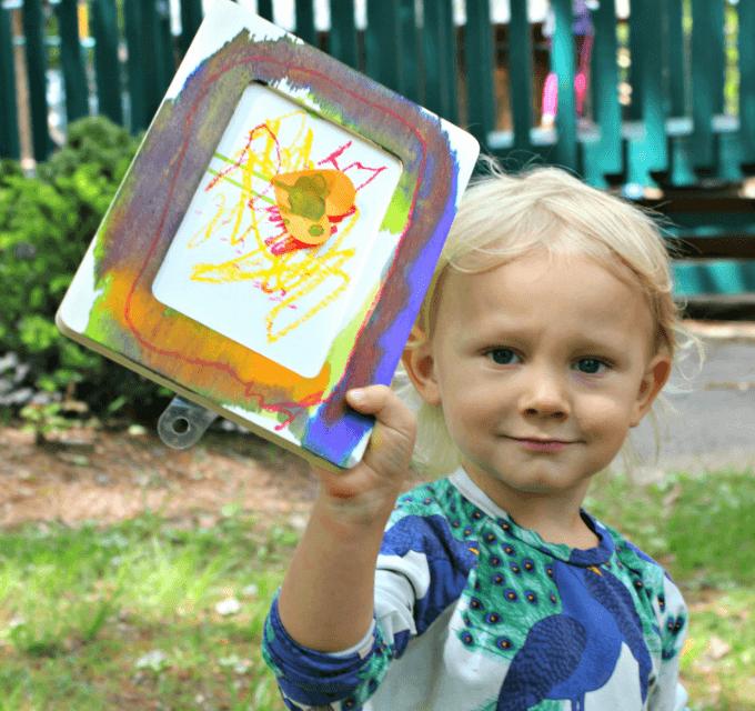 Peinture sur cadre en bois – Un simple cadeau fait à la main que les petits enfants peuvent faire