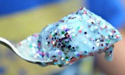 Fizzy Glitter Potions : Une idée de jeu sensorielle simple