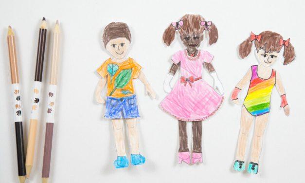 Poupées en papier imprimables pour les enfants pour colorier, personnaliser et habiller